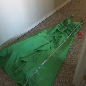 BNWT Green Masquerade prom evening dress